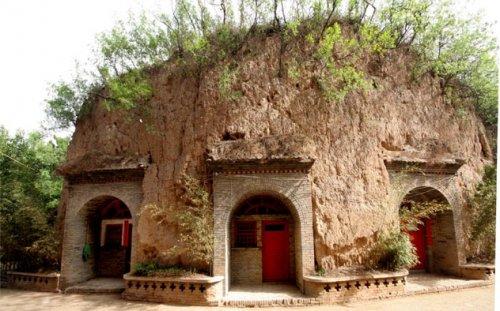 10-kamennyx-zhilishh-kotorye-porazhayut-voobrazhenie-6