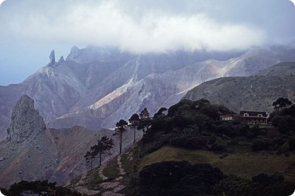 9-samyx-uedinennyx-ostrovov-7