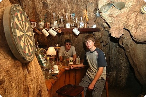 bar-vnutri-baobaba-3