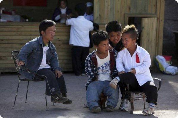 Деревня карликов в Китае