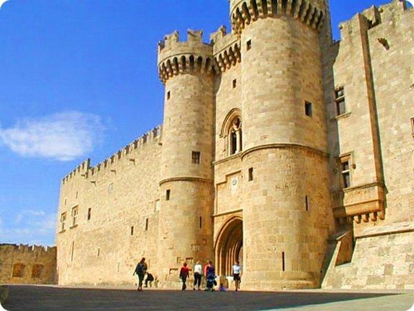 Дворец Великого Магистра рыцарей Родоса в Греции