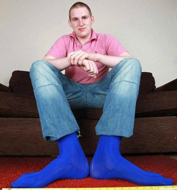 Карл Гриффитс носит обувь 63-го размера