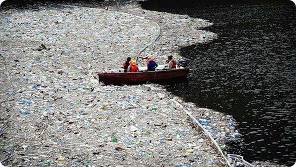 Огромный мусорный остров в Тихом океане