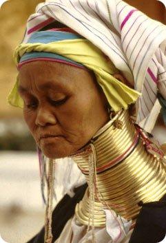 Женщины с шеей жирафа из племени падаунг