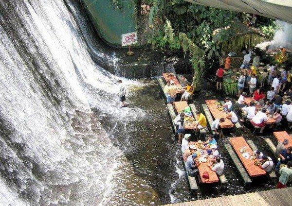 Ресторан у подножия водопада в Сан Пабло