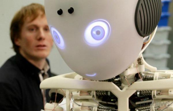Roboy: робот-мальчик, который создан для помощи пожилым людям