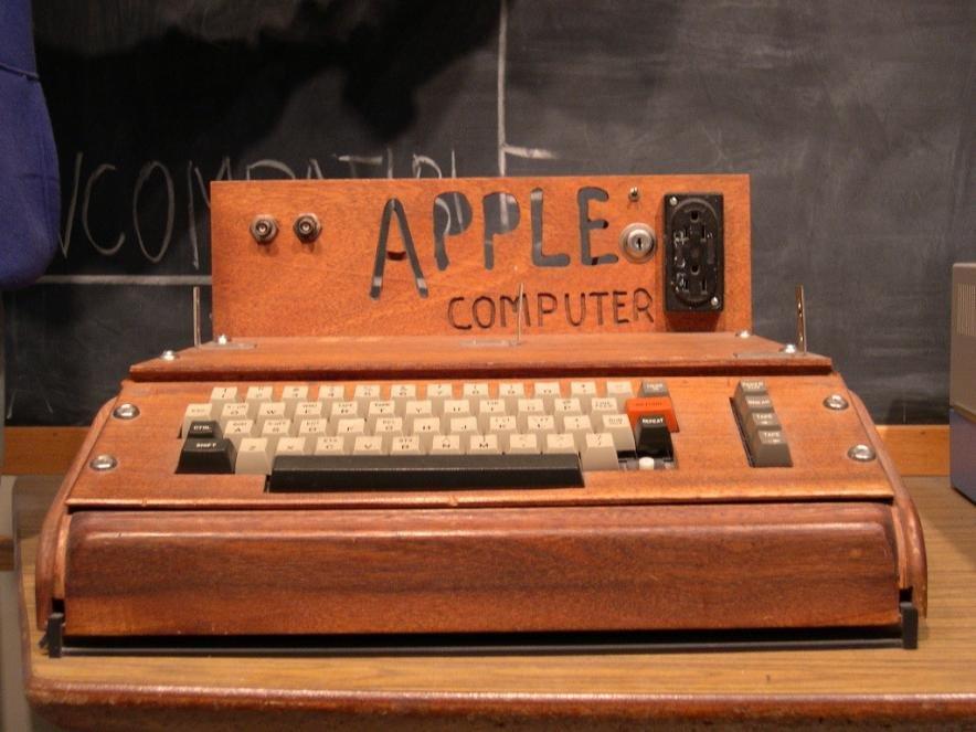 Самый первый компьютер от Apple