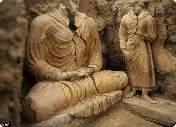В Афганистане раскопали буддистские статуи