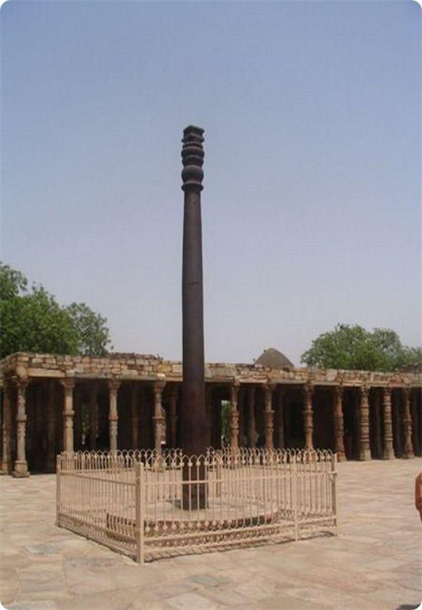 Делийский столб в Индии