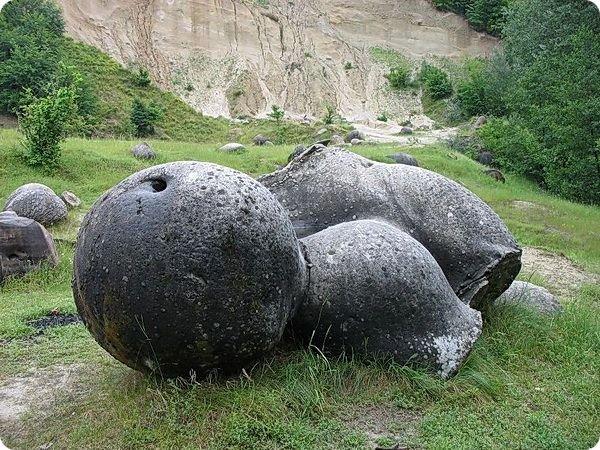 Живые камни в Румынии
