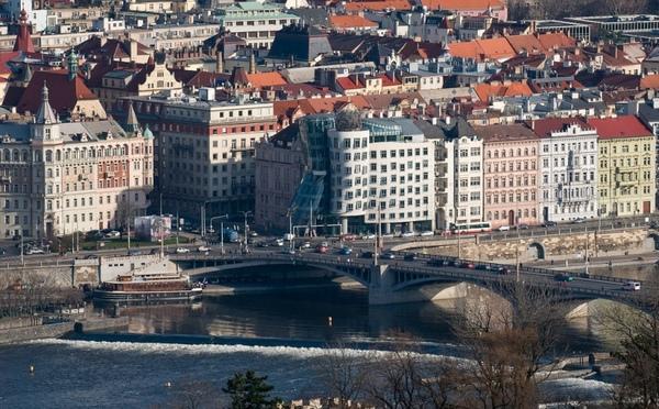 Танцующий дом в Праге. Фото