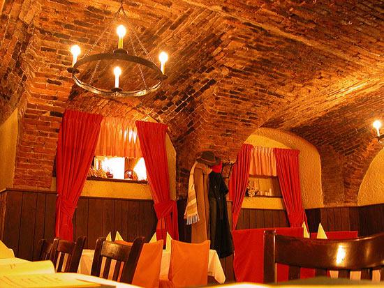 vozrast-samogo-starogo-restorana-v-mire-1200-let-2