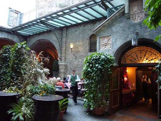 vozrast-samogo-starogo-restorana-v-mire-1200-let-3