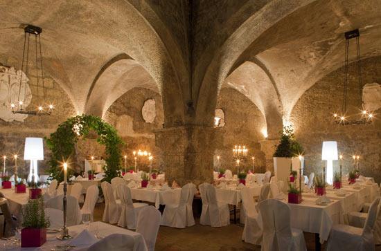 vozrast-samogo-starogo-restorana-v-mire-1200-let-4