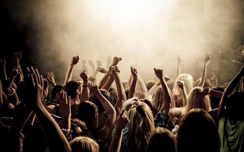 Заражает ли толпа агрессией?