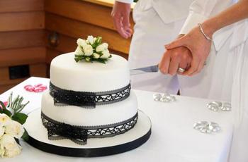 Как появилась традиция делать свадебные торты