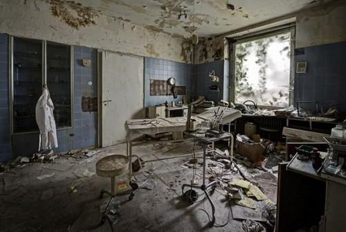 mrachnyj-zabroshennyj-dom-nemeckogo-doktora-12
