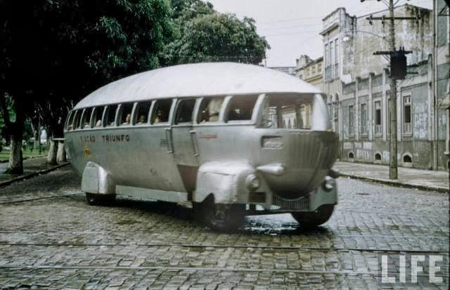 avtobusy-budushhego-glazami-dizajnerov-proshlogo-9