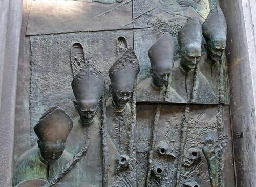 Самые странные двери мира