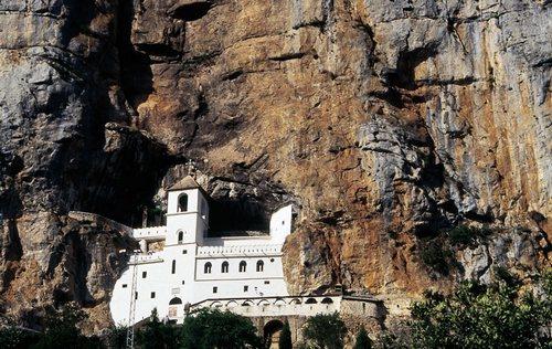 Главная святыня Черногории: монастырь Острог