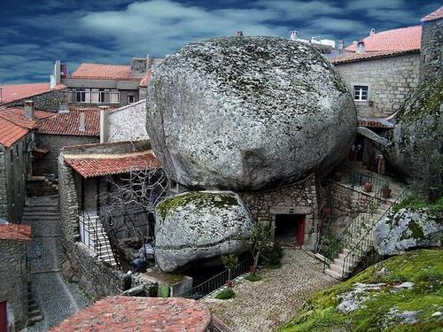 О деревне в Португалии Монсанто