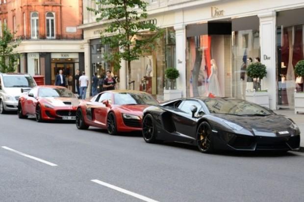 Дорогостоящие арабские суперкары на дорогах в Лондоне