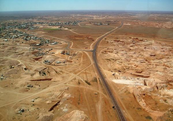 Жители австралийского городка Кубер-Педи предпочитают селиться под землей
