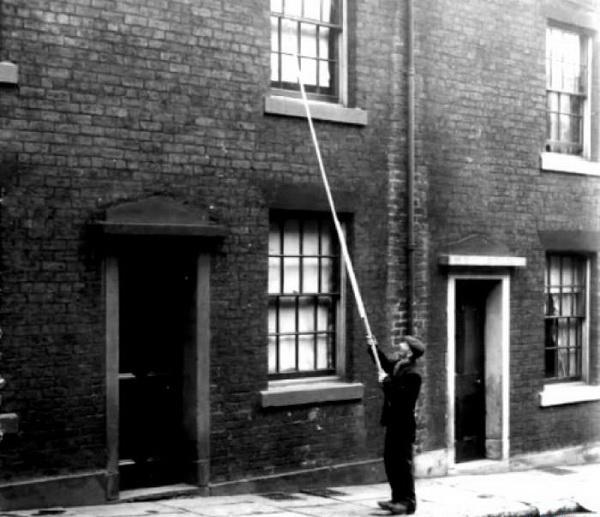 В Англии была профессия будильщиков